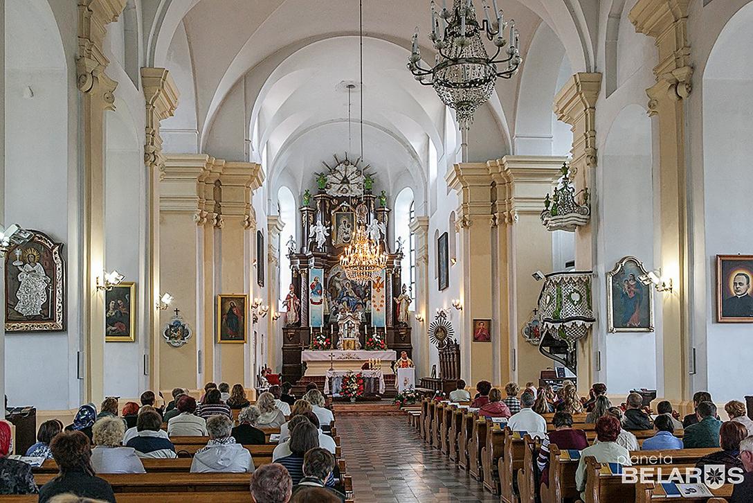Костел Святой Троицы в Глубоком.jpg